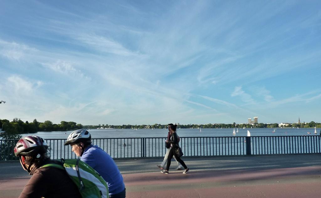 Blick von der Kennedybrücke auf die Außenalster