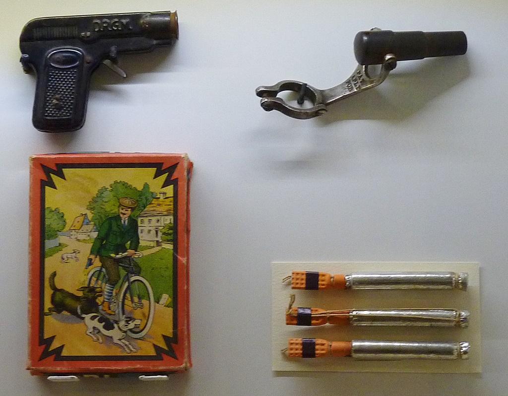 Waffen für den Radfahrer um 1900