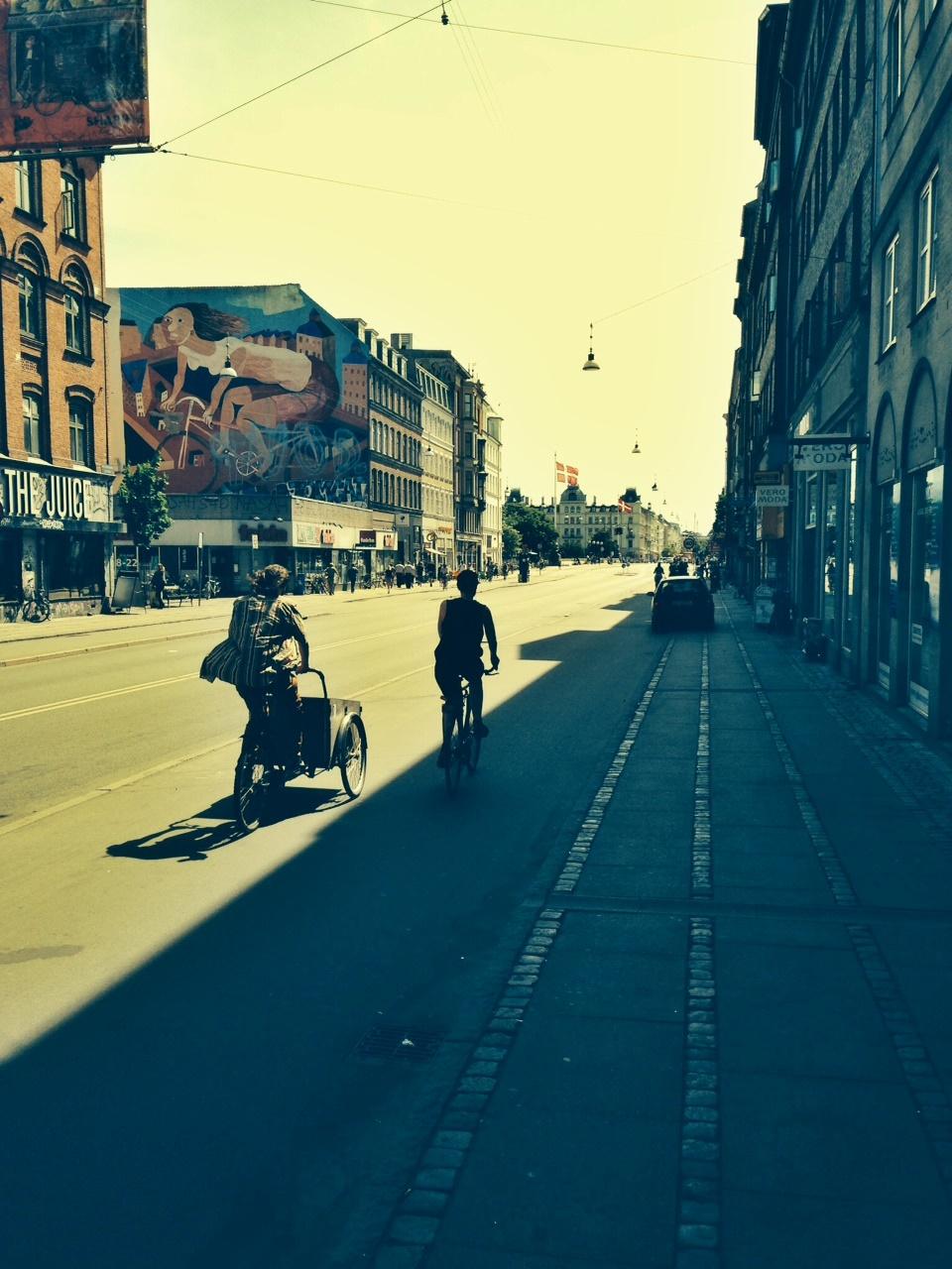 Rad Streetart im Hintergrund