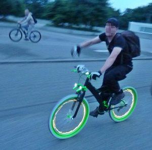 Herrlich leuchtendes Rad, erschöpfter Fahrer nach mehrfachem Korken. Vielen Dank!