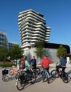 Viele Infos zur HafenCity bekommen wir vorm Marco Polo Tower.
