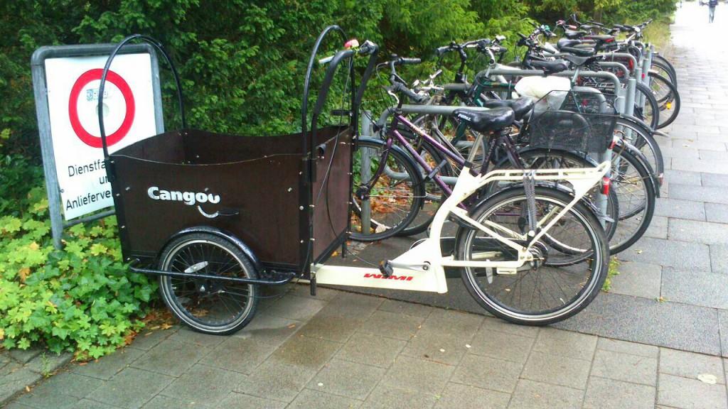 Lastenrad auf dem Anlieferparkplatz