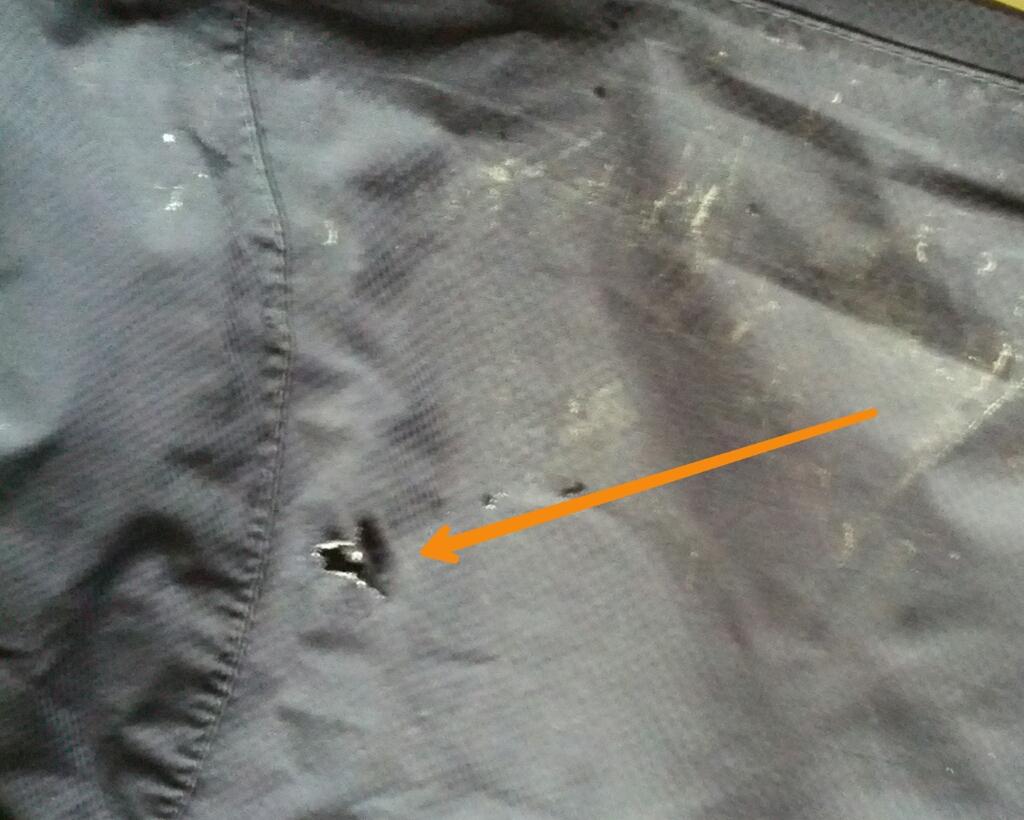 Loch in der guten Regenhose :(