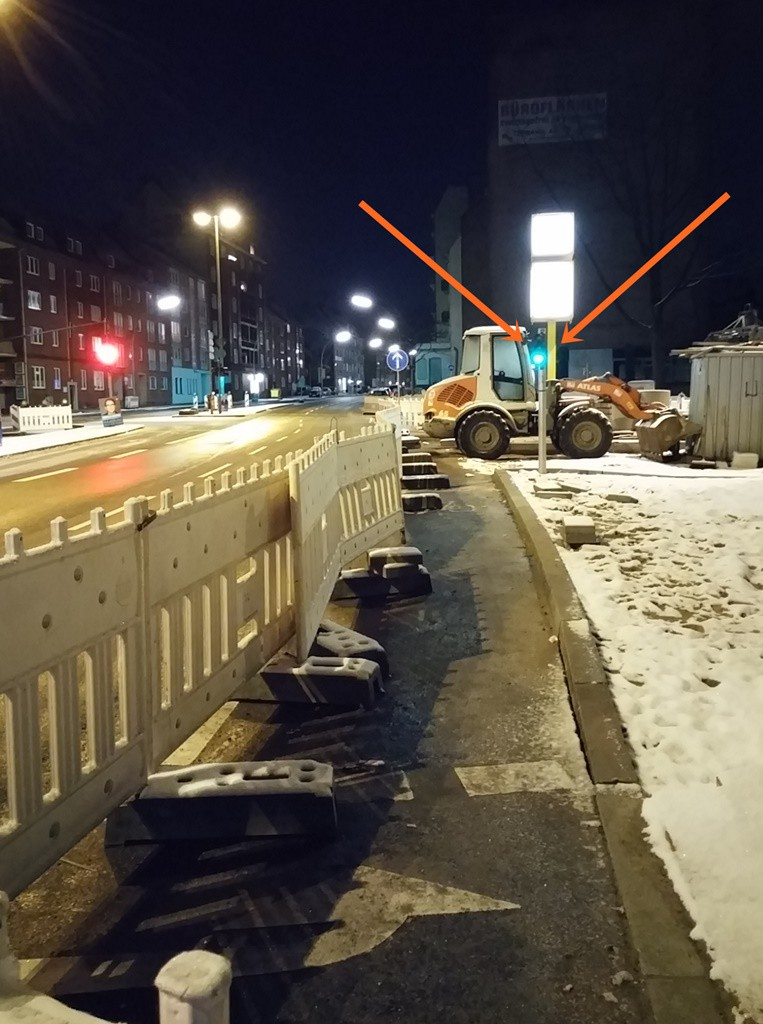 die Ampel funktioniert schon an der Ecke Graumannsweg / Mühelndamm