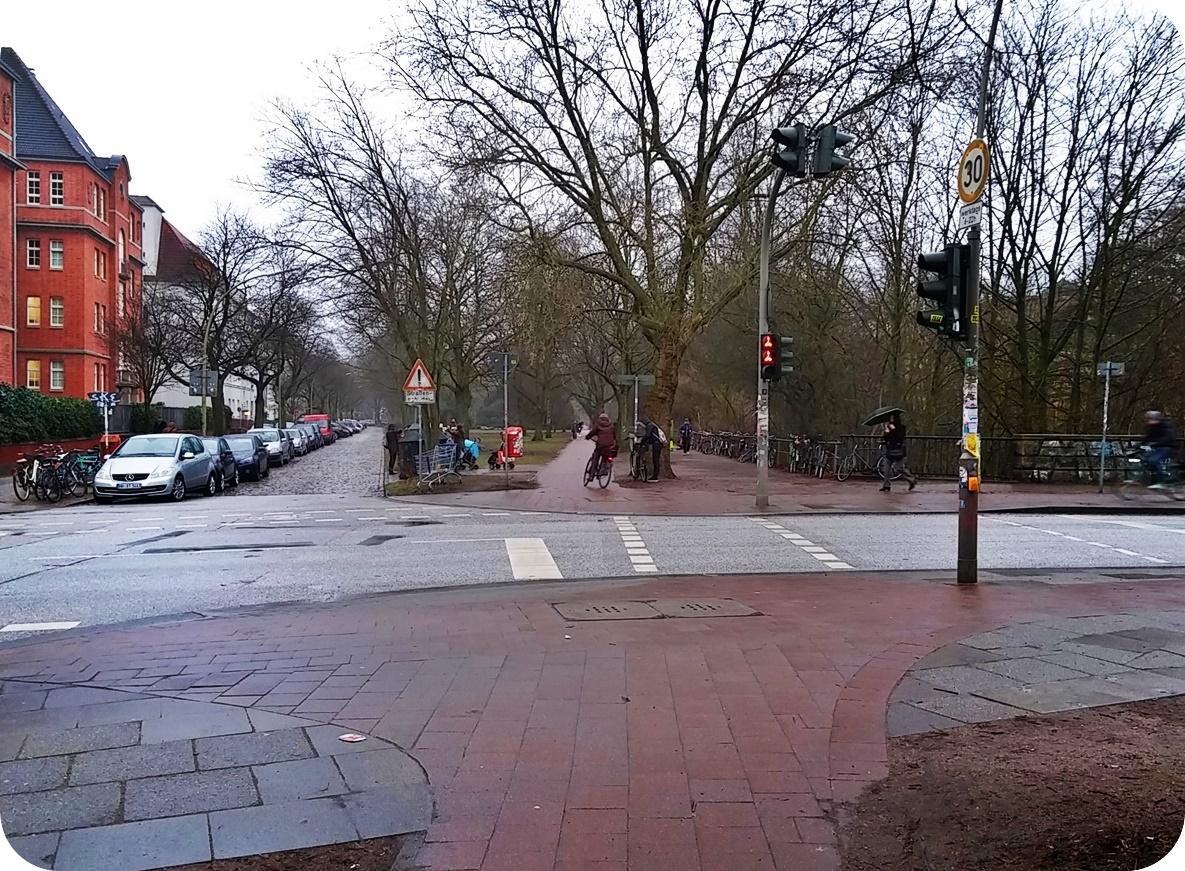 Bettelampel an der Kreuzung Mansteinbrücke / Bismarckstraße
