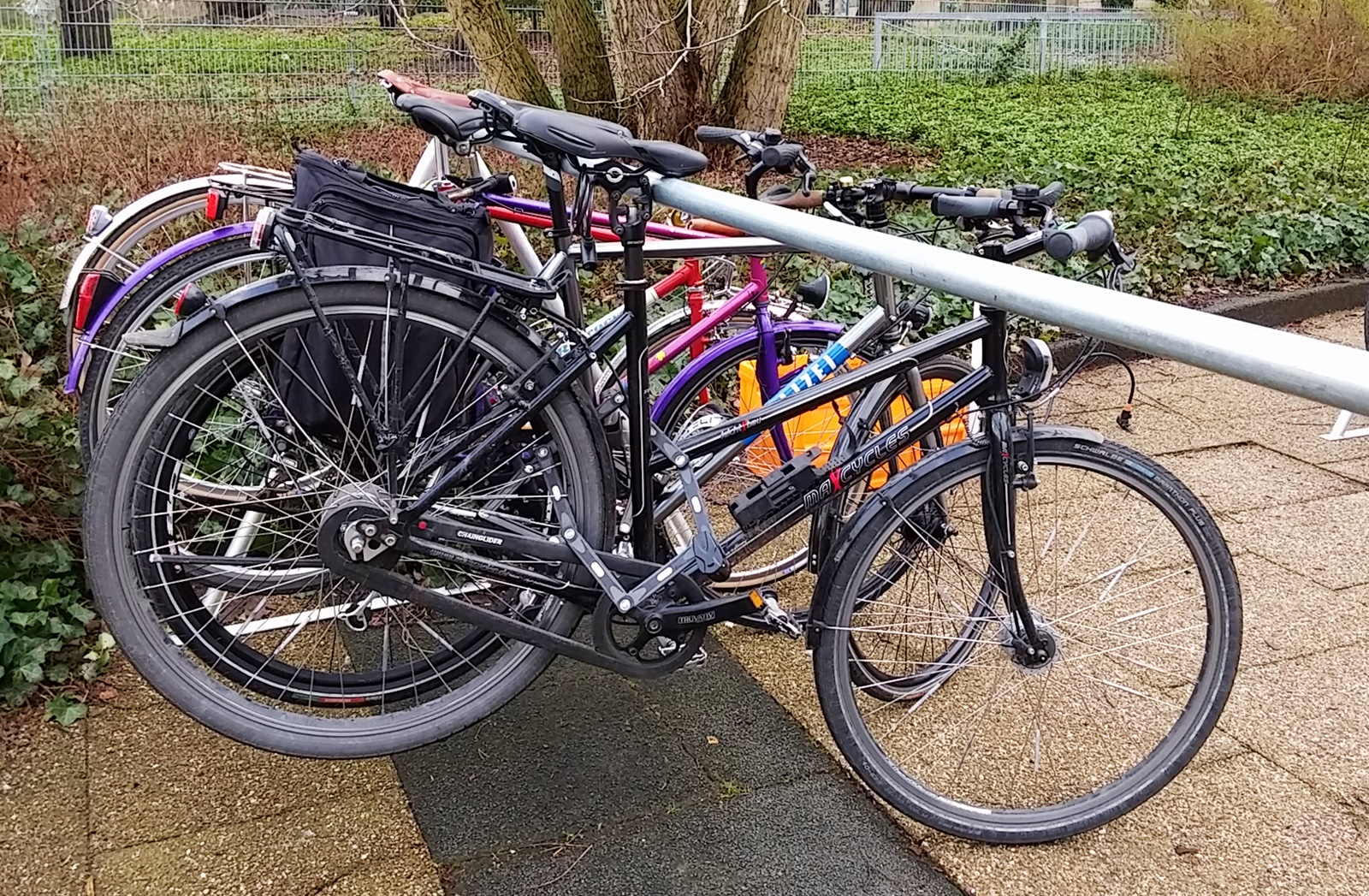 mein Fahrrad hängt sicher, die Messe kann beginnen