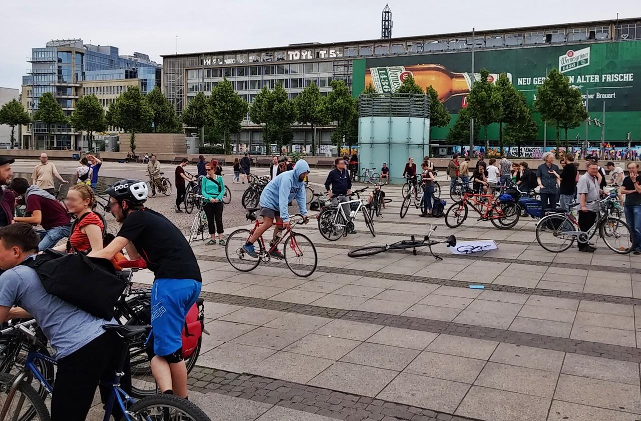Vorm Start der Critical Mass Leipzig
