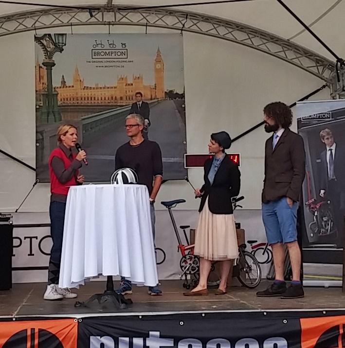 Mit dem Fahrrad um die Welt. Karen von petit tours berichtet.