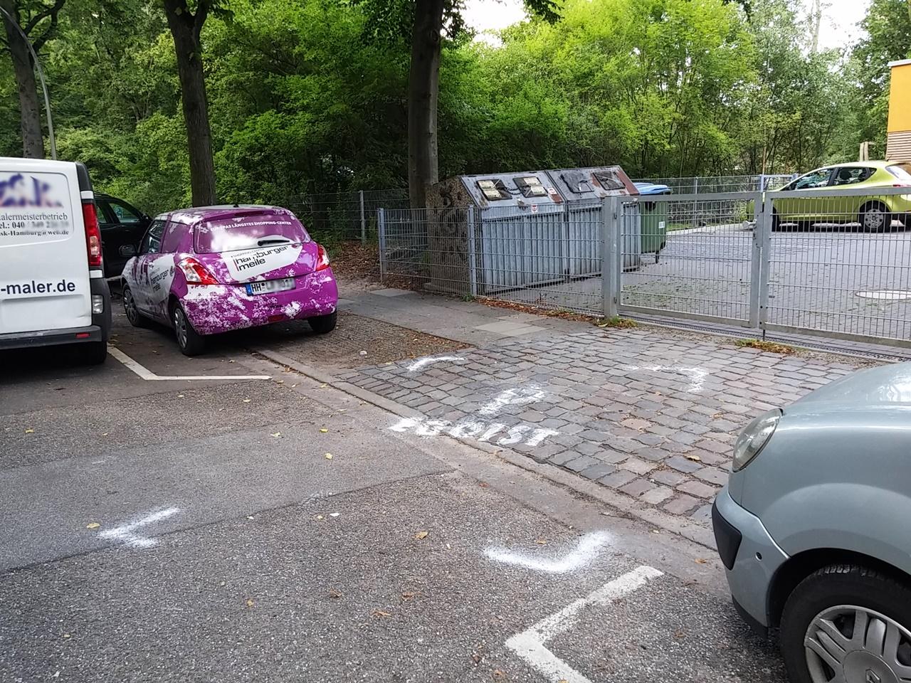 """Egoisten Parkplatz"" vorm Tor der Kita Bachstraße"