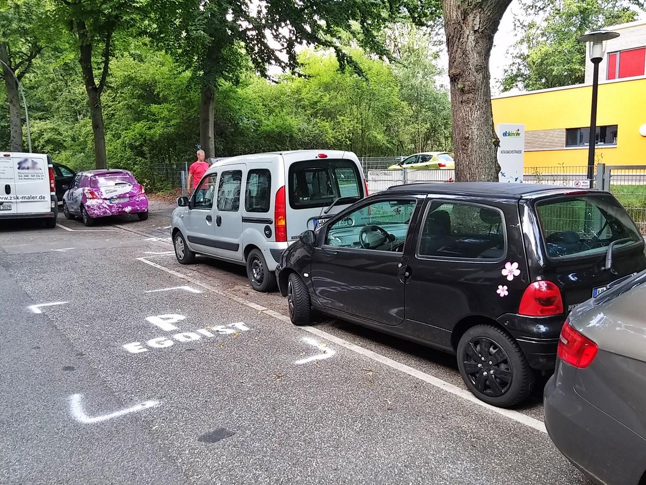 """""""Egoisten Parkplatz"""" vor der Kita Bachstraße"""