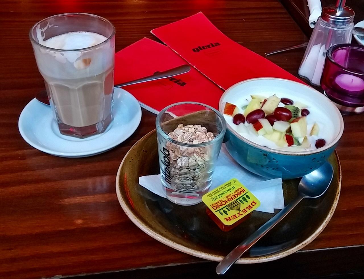 Spätes Frühstück im gloria
