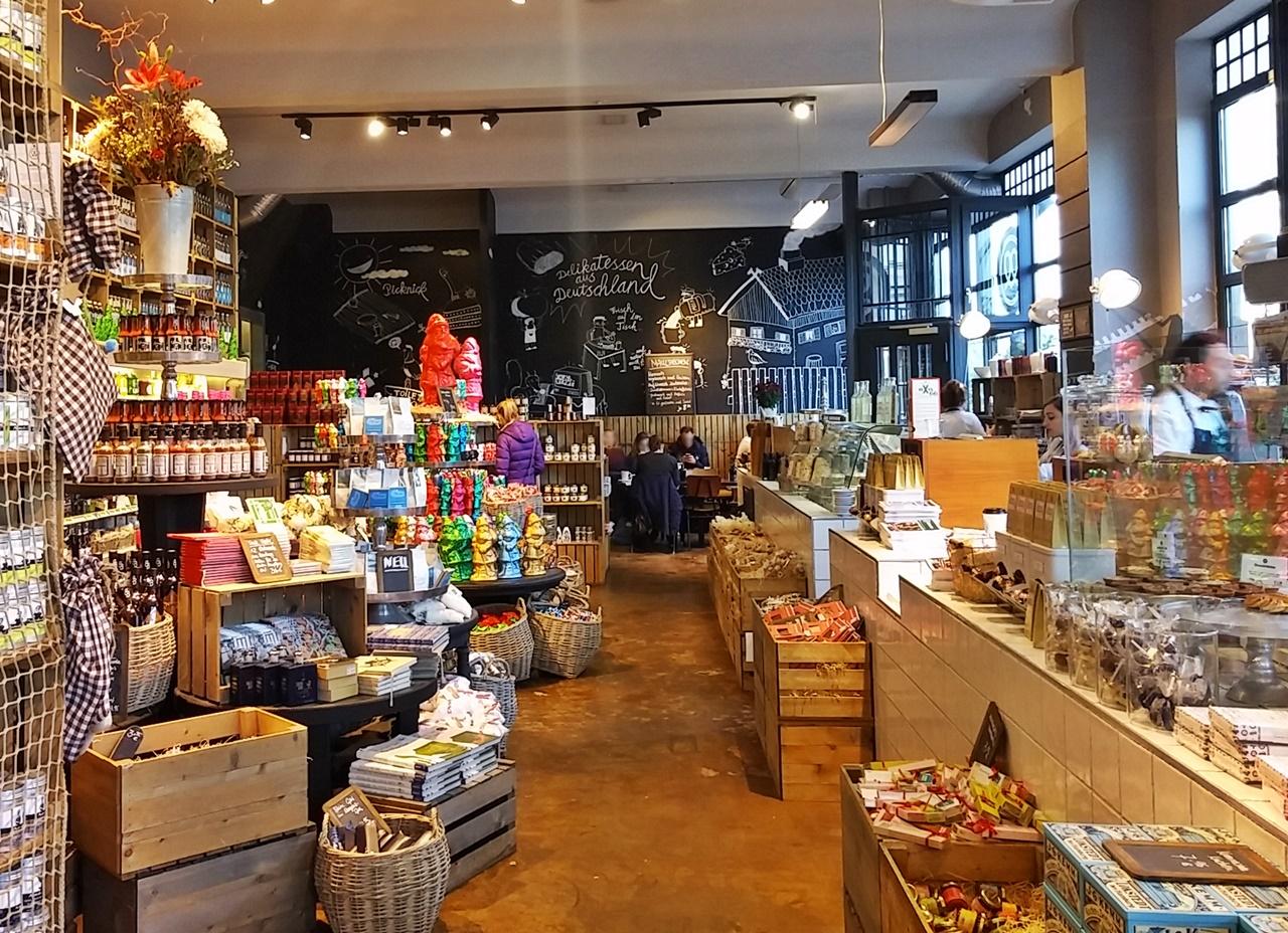 Mutterland: Viele Delikatessen & ein Café