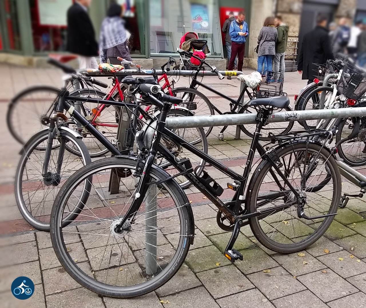 Fahrrad-Parkplatz um die Ecke