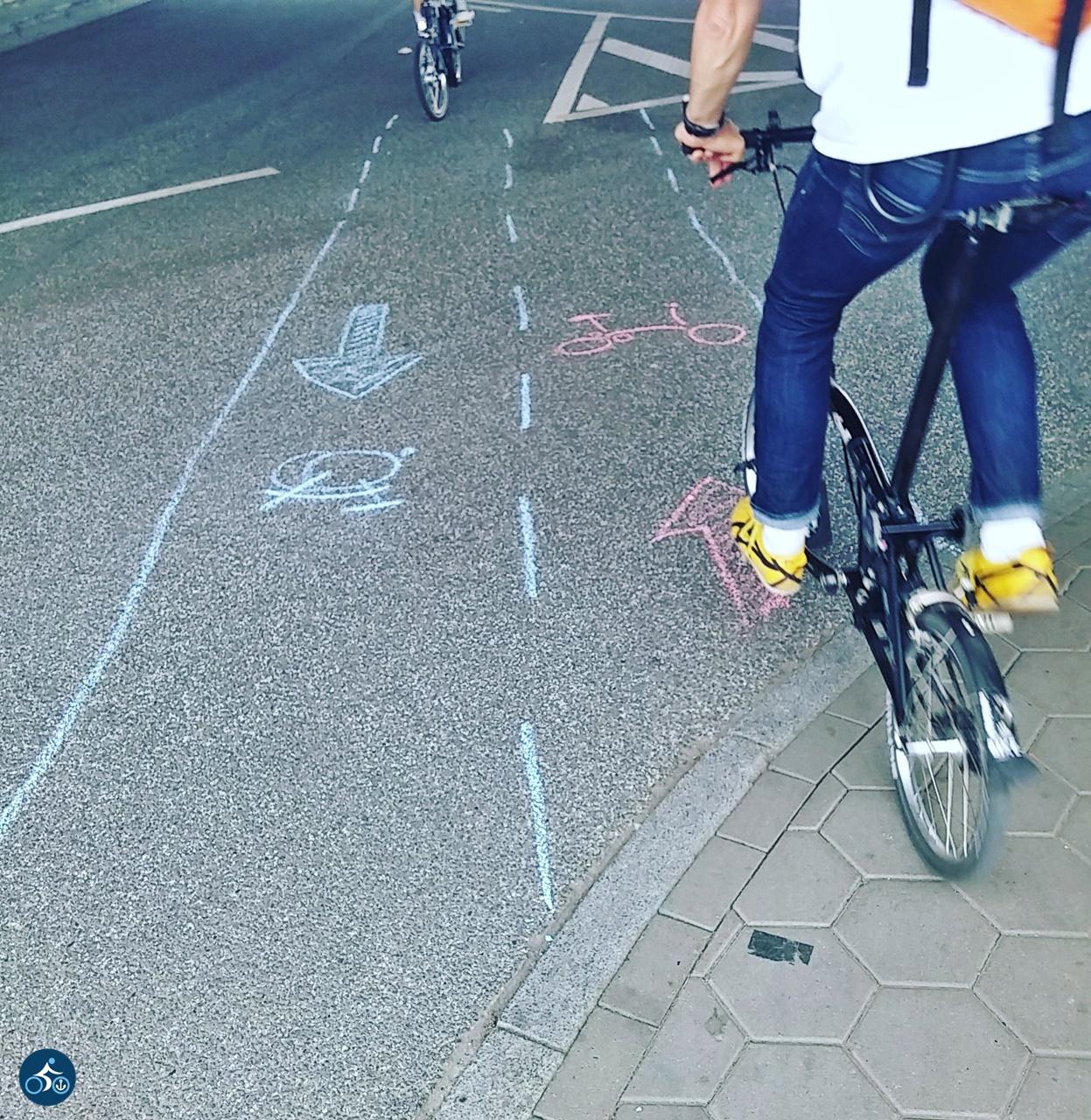 Unser Radweg, auf dem die Bromptonsymbole nicht fehlen durften.
