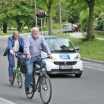 Autofahrer hält ausreichned Abstand